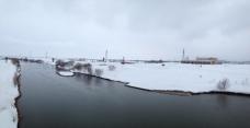 右手の河川防災ステーションの雪が消えるのはいつになるかな…